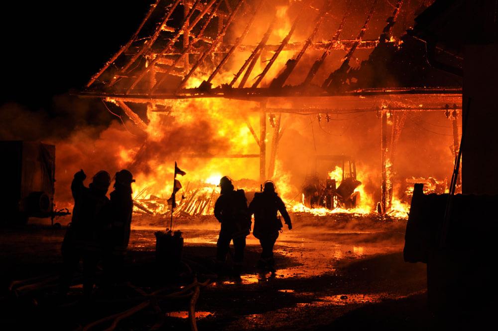 In Kalifornien sterben zwei Feuerwehrleute bei außer Kontrolle geratenem Waldbrand