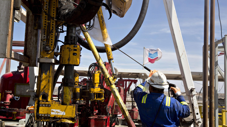 Ölunternehmen investieren in die Entfernung von Kohlenstoff