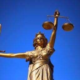 Gericht verbietet Falschberichte von Skandalreporterin Judith Brosel