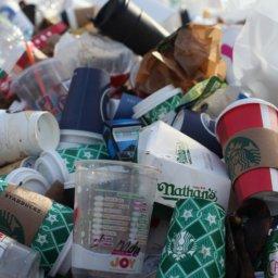 Bundestag beschließt Verbot von Plastik-Tüten