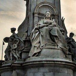 Geldgier und Schamlosigkeit: Meghan brüskiert Queen Elizabeth