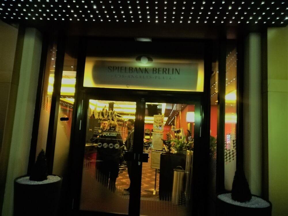 Diebstahl und Bedrohung: Polizei ermittelt bei Spielbank Berlin in Charlottenburg